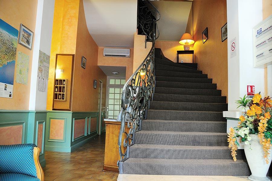 Hotels pays d 39 aix en provence et marseille provence - Distance salon de provence aix en provence ...