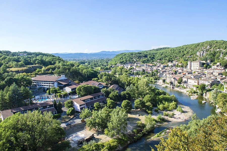 Village de vacances, Spa Vogüé